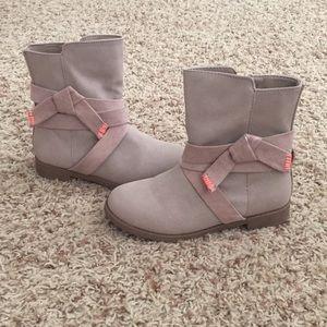 Cat & Jack Boots